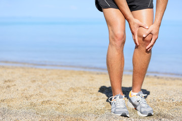 Running injury - Man jogging with knee pain