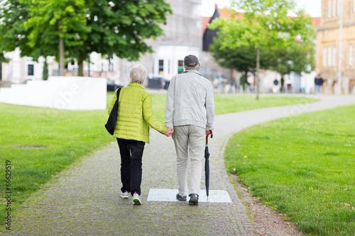 canvas print picture altes, verliebtes Ehepaar