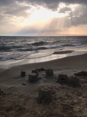 Castelli di sabbia sulla spiaggia