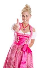 Lachende junge Frau im bayerischen Dirndl rosarot isoliert
