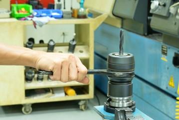 Lock CNC collet head