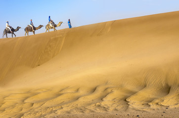 Travel in sahara dunes
