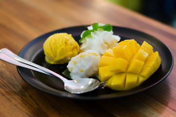 Mango, pudding, mango ice cream with sticky rice