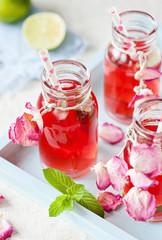 Eistee in hübschen Glasflaschen