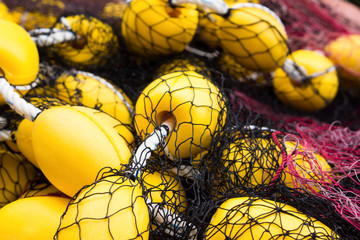 fishing net with yellow floaters