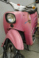 Altes Moped in Pink