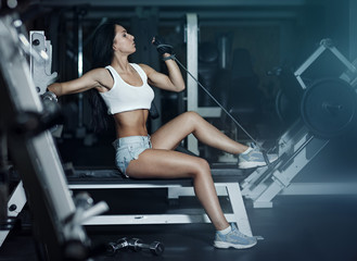 Young beautiful woman is training in the gym © fotoatelie