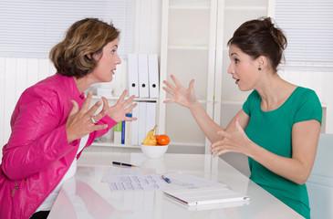 Streit unter Frauen: Mobbing am Arbeitsplatz