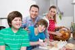 Frühstück am Sonntag: Spaß und Freude beim Kochen: Familie
