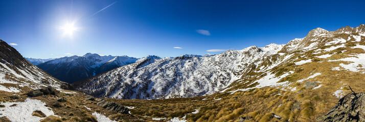 Panorama autunnale di montagna