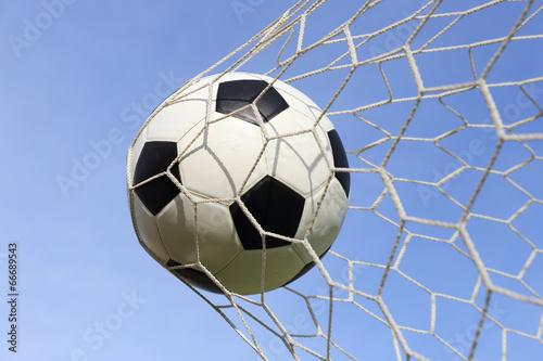 Piłka nożna stopa piłka w bramkowej sieci