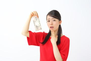 一万円を持って悩む人