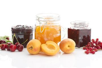Aprikosen, Johannisbeeren, Kirschen, Marmelade