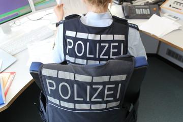 Polizei im Büro