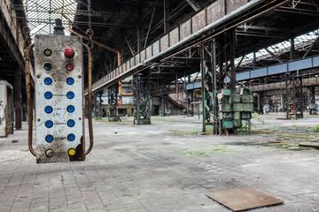 DDR Fabrikhalle mit Schalttafel