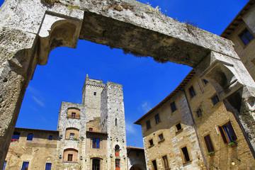 medieval Italy - San Gimignano , Tuscany