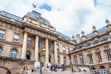 Cour entrée Palais de Justice de Paris