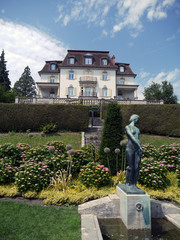 Mansion with garden and fountain