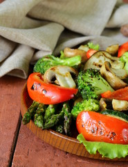 appetizer of grilled vegetables (asparagus, zucchini, broccoli)