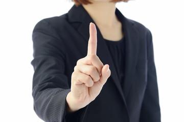 人差し指を立てるビジネスウーマン