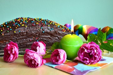 Geburtstagskuchen mit Blumendekoration