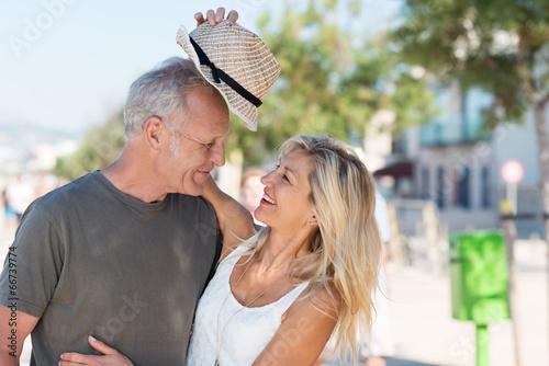 Leinwanddruck Bild lachendes best-ager paar hat spaß