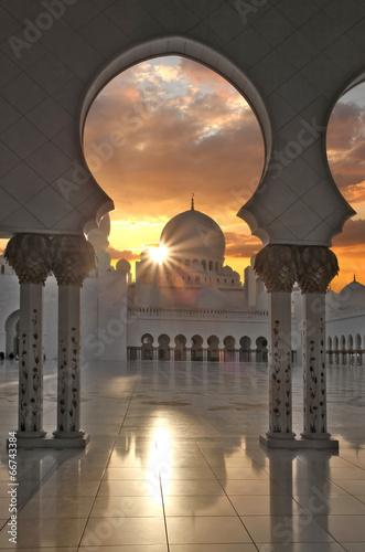 Fotobehang Midden Oosten Sheikh Zayed mosque in Abu Dhabi, United Arab Emirates