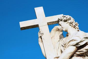 Statua con croce