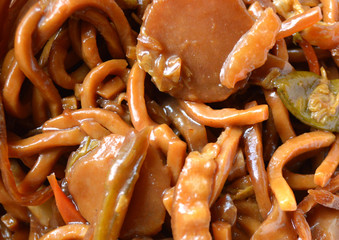 close up of veggie lo mein