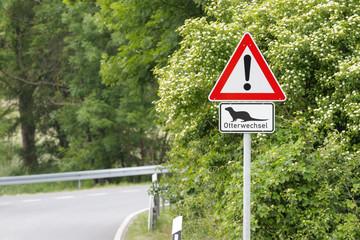 Verkehrsschild Otterwechsel