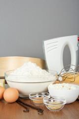 Sesame, vanilla, cinnamon, eggs and flour