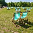 canvas print picture - Liegestühle in einem Londoner Park