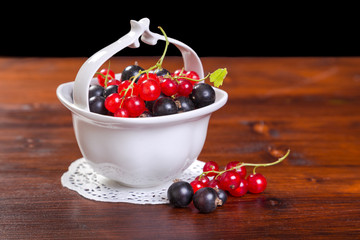 black and red currant in bowl