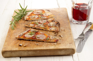 thin flat bread pizza with potato