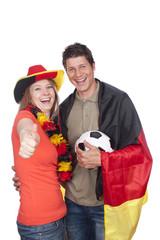 Junges Paar im Fußballfieber