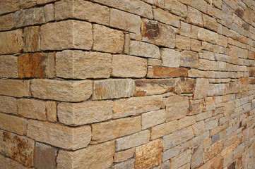 Hausecke aus unverfugten Natursteinen