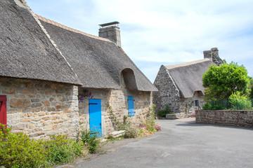 Chaumières bretonnes au village de Kérascoe, Finistère, Bretagne