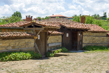 Stone and tile in the Balkan architecture