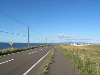 僻地の海岸の道