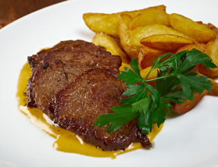 Roast fillet beef with potatoes