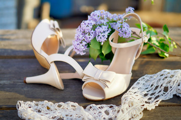 Wedding shoes with a lilac
