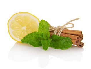 Cinnamon sticks, segment of lemon and mint