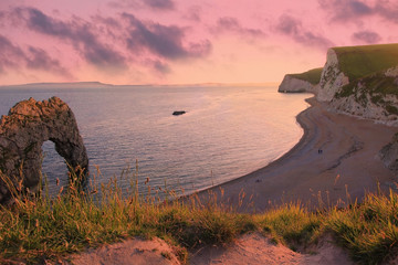 Durdle Door bei Sonnenuntergang, Dorset, Südengland