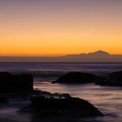 Abenddämmerung an der Küste Gran Canarias und Teneriffa
