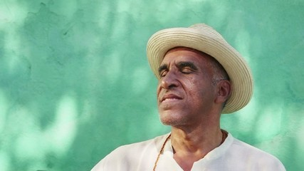 9of11 Portrait of old cuban man with straw hat smiling