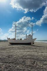 Barca In riva sulla spiaggia