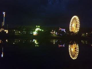 Jahrmarkt am Fluss