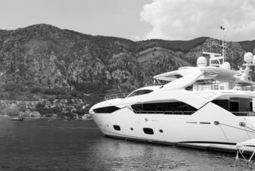 White Yacht, Gray Mountain