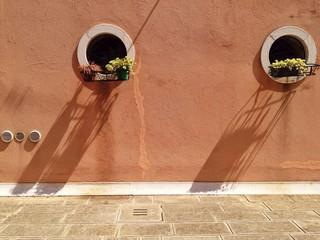 Runde Fenster werfen Schatten