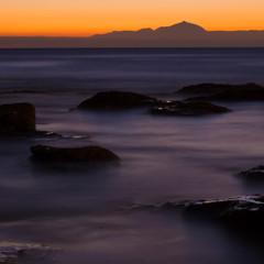 Küste Gran Canarias und Insel Teneriffa im Abendlicht